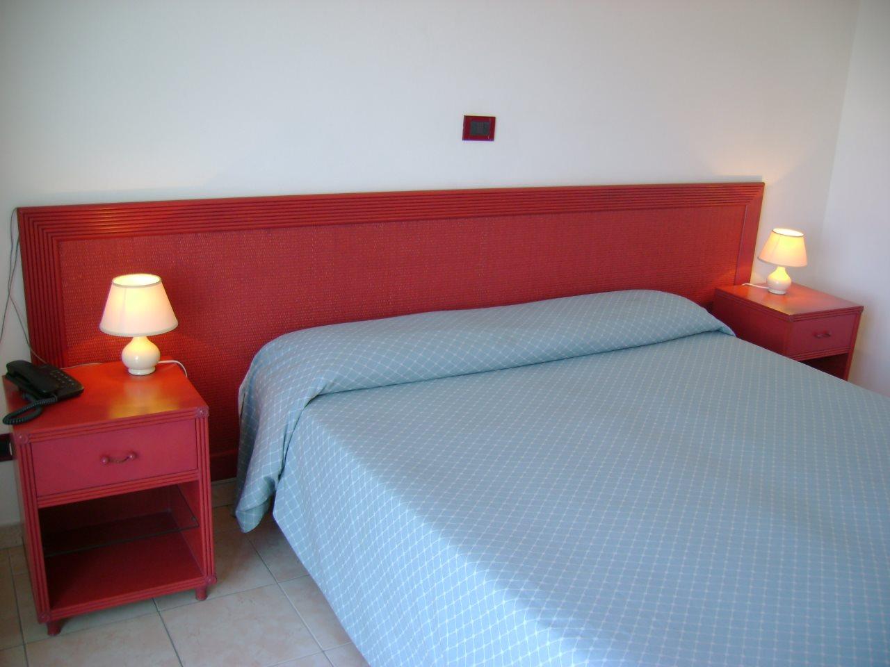 Mini Kühlschrank Zimmer : Die zimmer hotel scoglio bianco isola delba